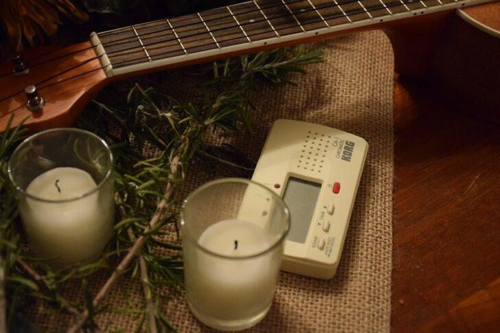 チューナーとギター
