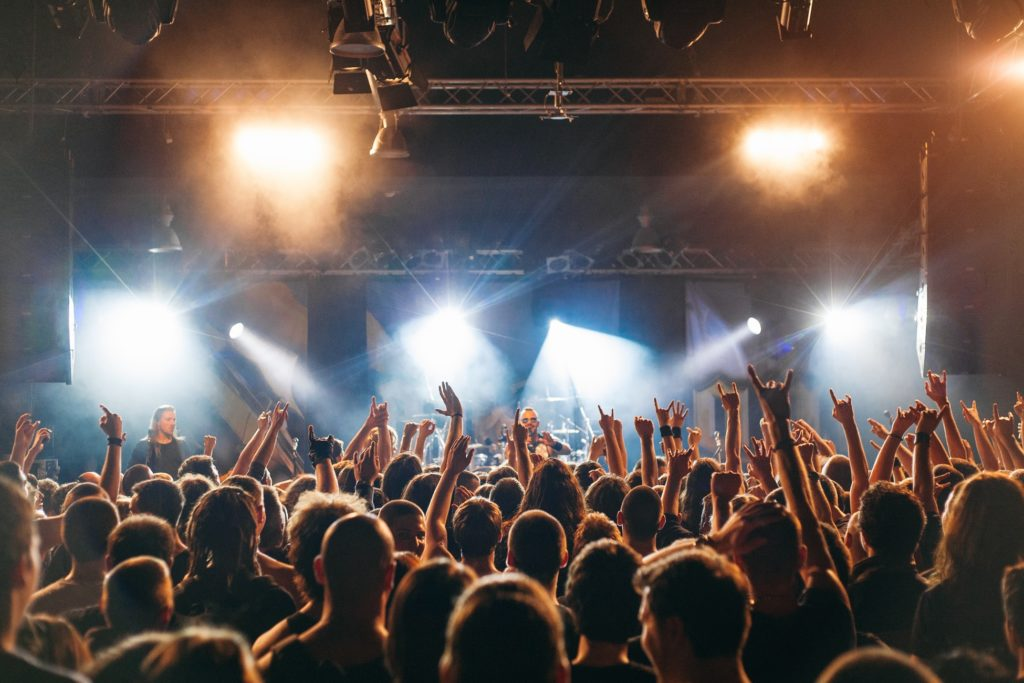 ヘヴィメタルのライブ会場写真